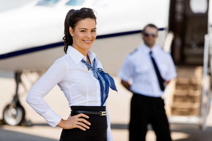 Hôtesse de l'air : Etudes, diplômes, salaire, emploi, formation, rôle, compétences
